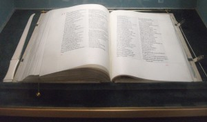 3-st-clement-danes-book-of-remembrance11