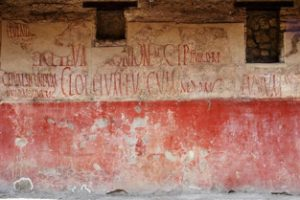 Roman-graffiti-on-building-2