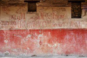 Roman-graffiti-on-building-2