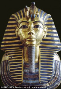 223E521400000578-0-The_golden_mask_of_Tutankhamun_pictured_has_been_permanently_dam-m-4_1421981422109